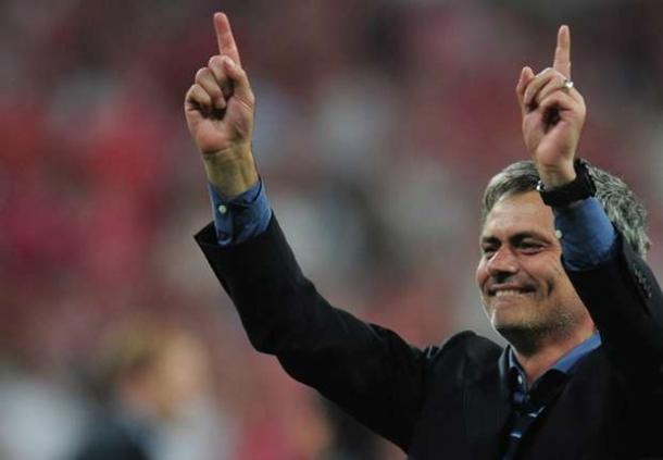 Mourinho : Lewandowski Dan Vidal Sahabat Baik