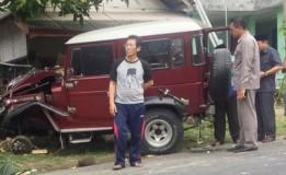 1 Orang Tewas Akibat Kecelakaan Mobil Tabrak 2 Motor di Blitar