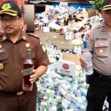 Kejaksaan Musnahkan Sebanyak 50 Ribu Botol Miras Impor Asal Singapura